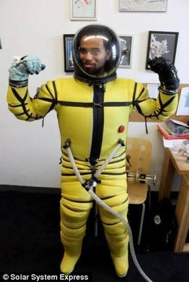 美国研制现实版钢铁侠战衣 宇航员可从太空跳回地球 2 高清图片